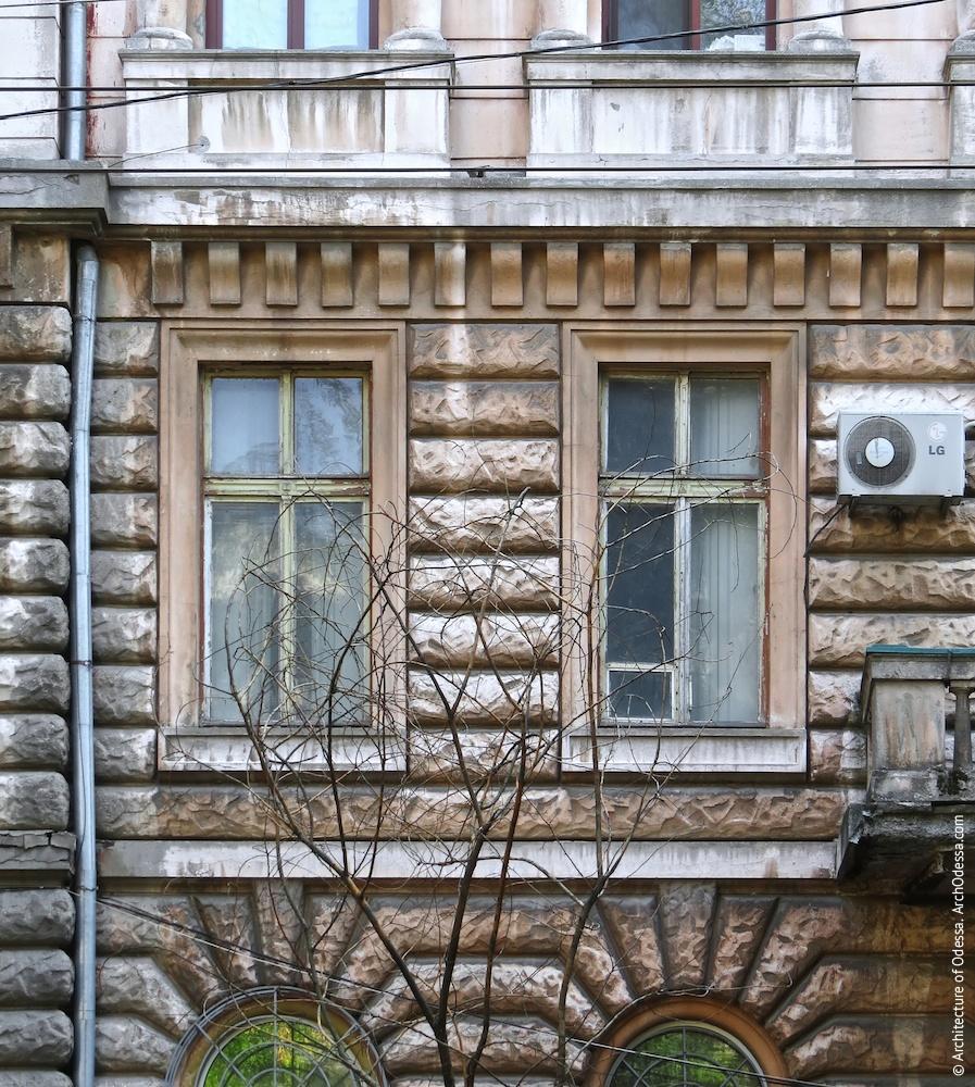 Вікна з боку Успенської