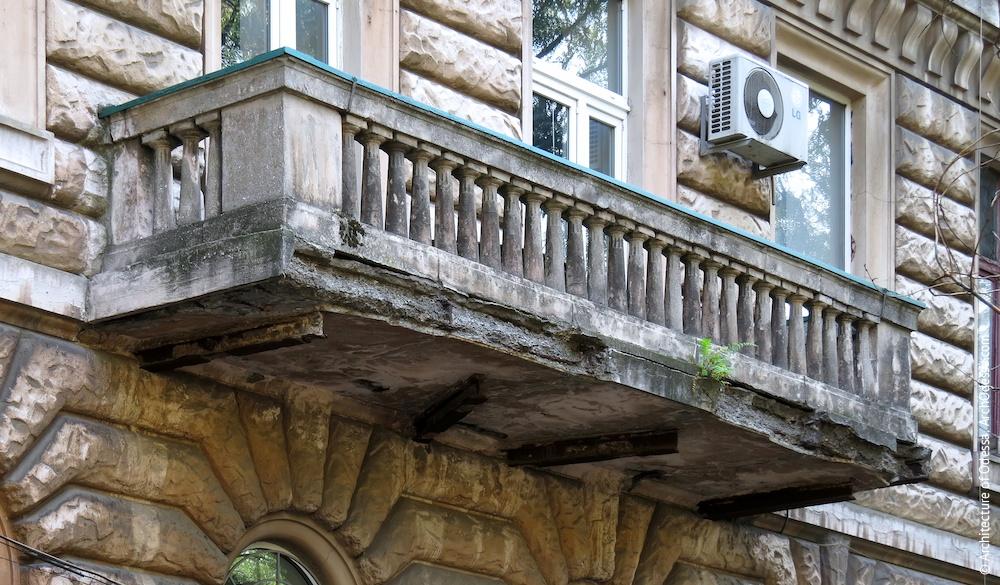 Балкон з боку Успенської