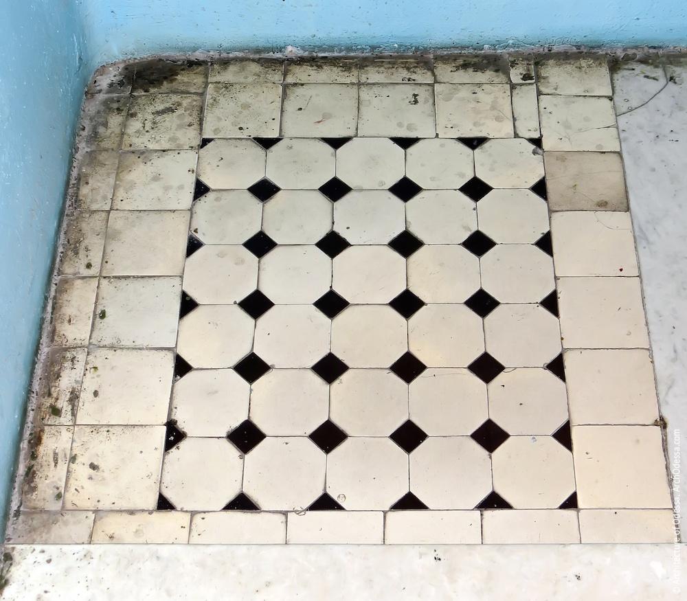 Один з майданчиків, облицьованих кахельною плиткою