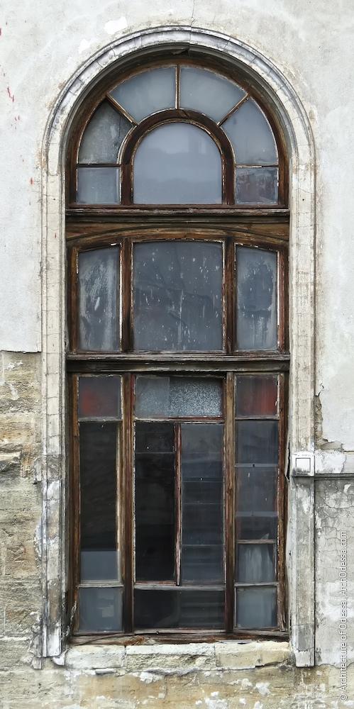 Верхнє світлове вікно сходової клітки
