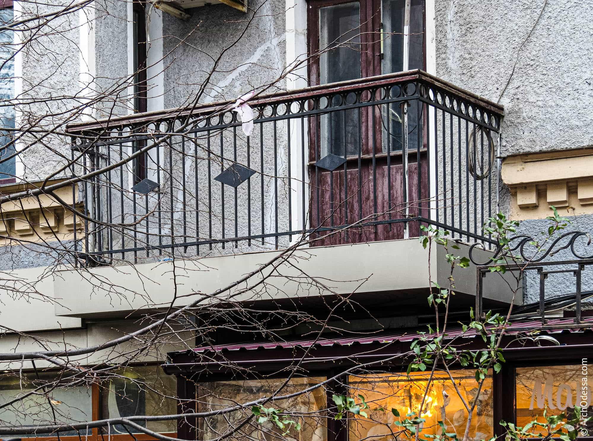 Балкон со стороны переулка Вице-адмирала Жукова