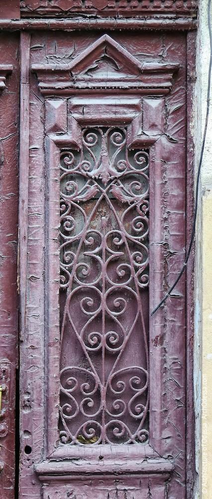 Автентичні двері, засклений проріз і гратка