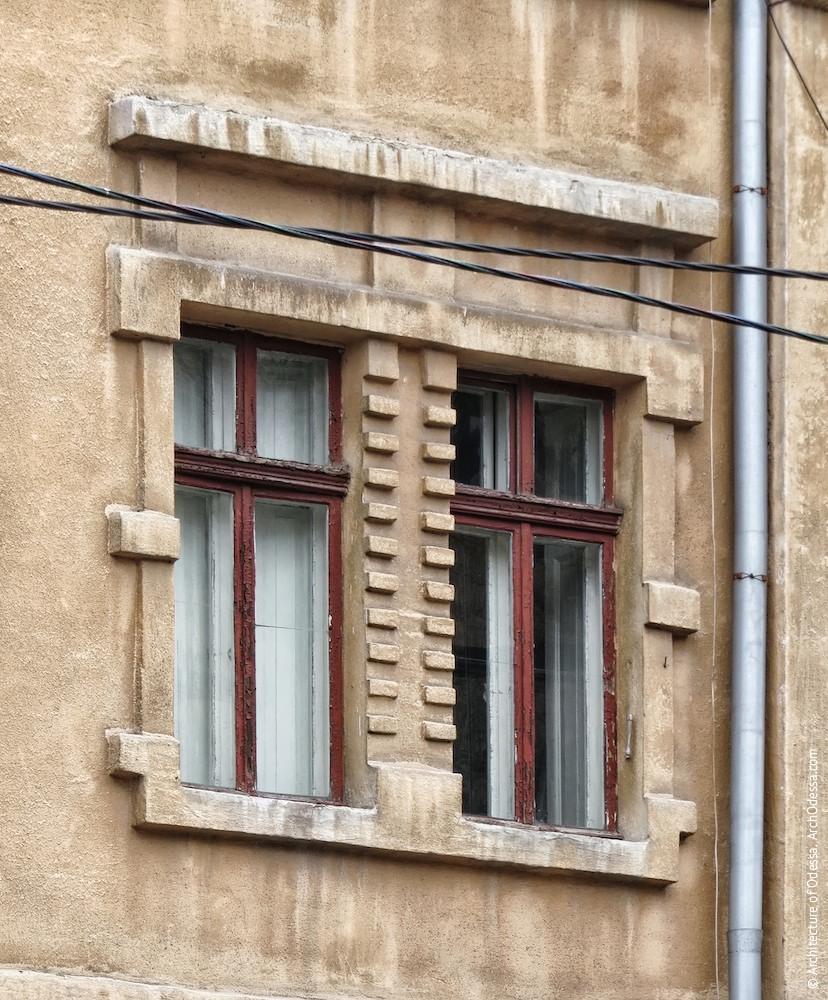 Здвоєні вікна другого поверху