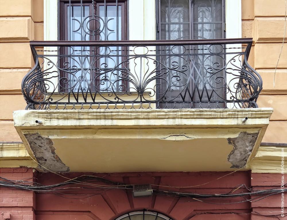 Общий вид одного из балконов