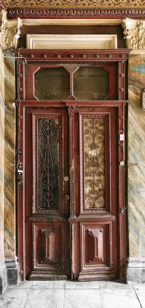 Аутентичная квартирная дверь
