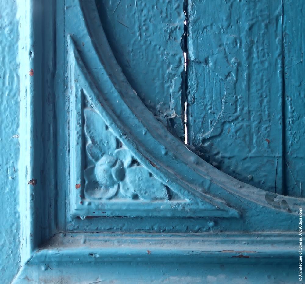 Деталь входной двери