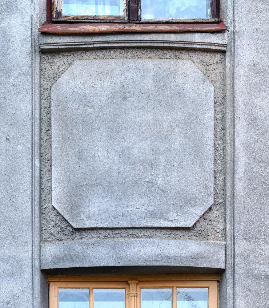 Филенка между окнами лестничного объема