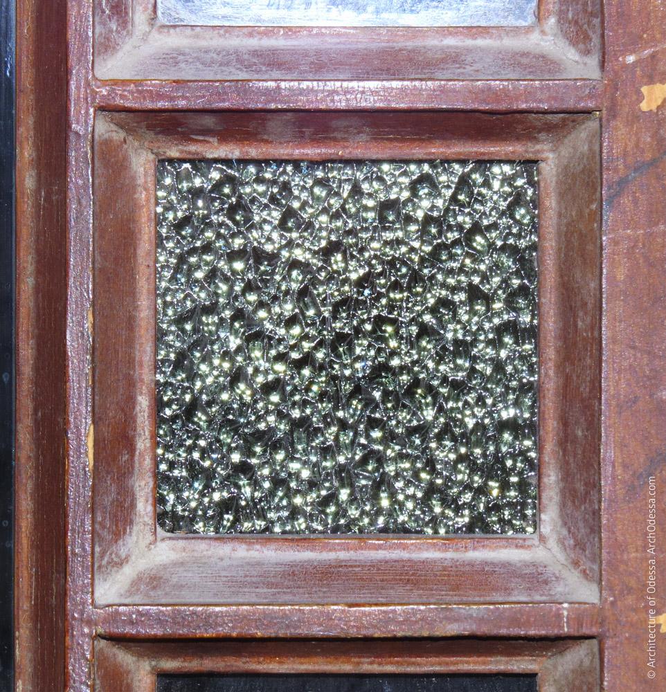 Дверь между вестибюлями, оригинальное стекло