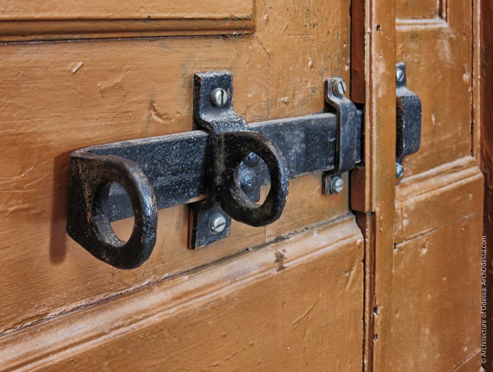 Оригинальный внутренний засов входной двери