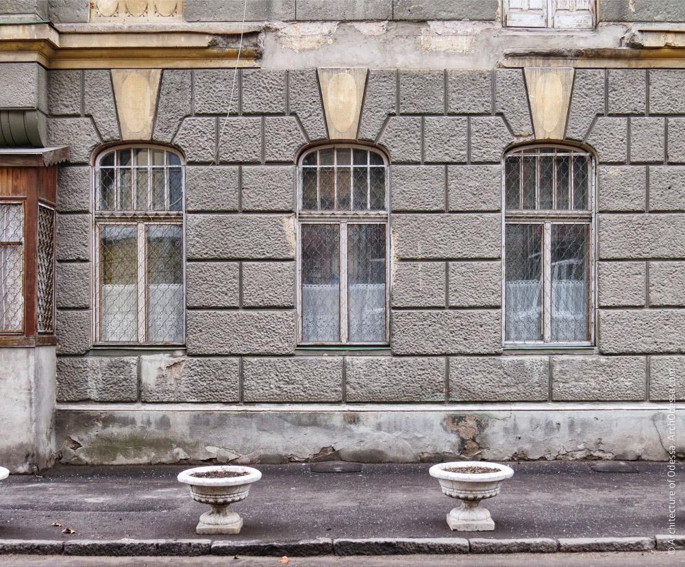 Часть фасадной плоскости, окна