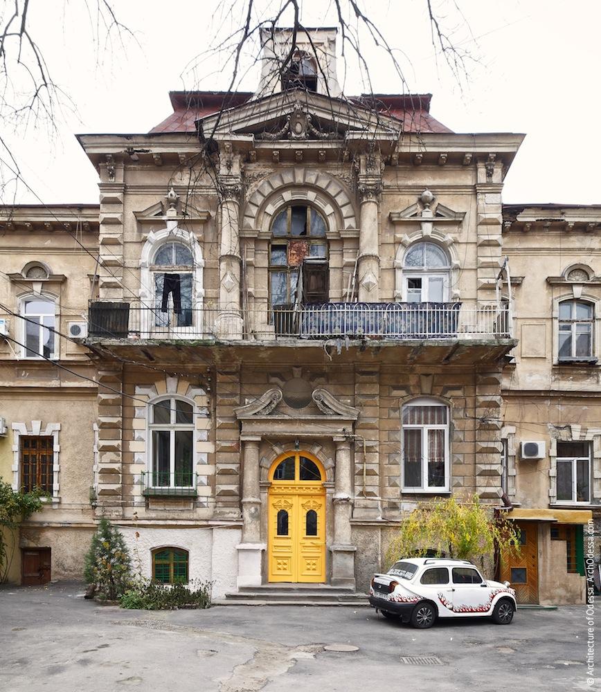 Жуковского, 32. Усадьба Параскева. Центральный ризалит главного здания