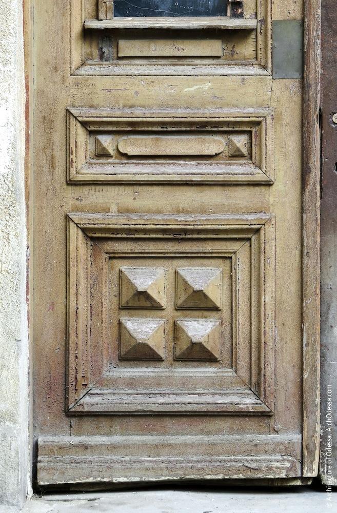 Нижняя часть створки двери до реставрации