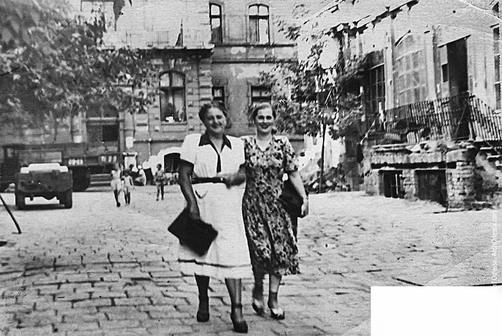 Жуковского, 32. Усадьба Параскева. Фото из семейного архива, 1950
