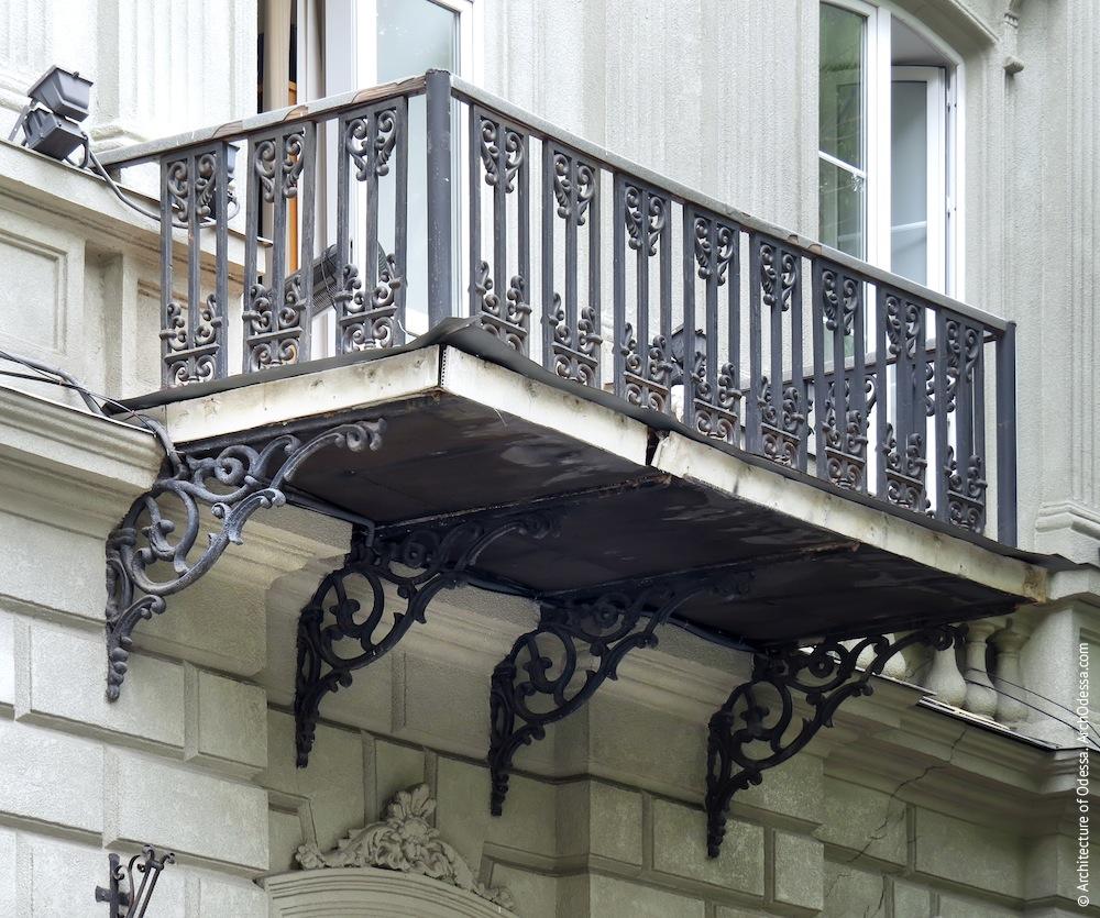 Жуковского, 32. Усадьба Параскева. Балкон