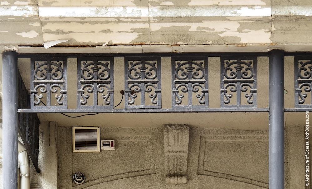 Фрагмент козирка веранди (правобічний флігель)